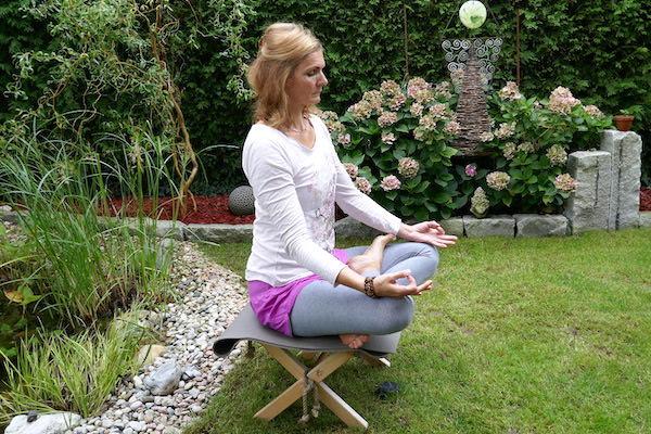 Marion Hacker beim Yoga